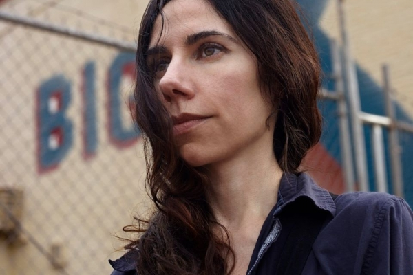 PJ HARVEY: RED RIGHT HAND